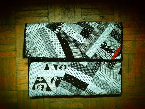 11'' black and white laptop sleeve